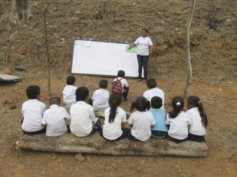 Dirigente denuncia: Docentes comunitarios reciben pírrico salario en Honduras