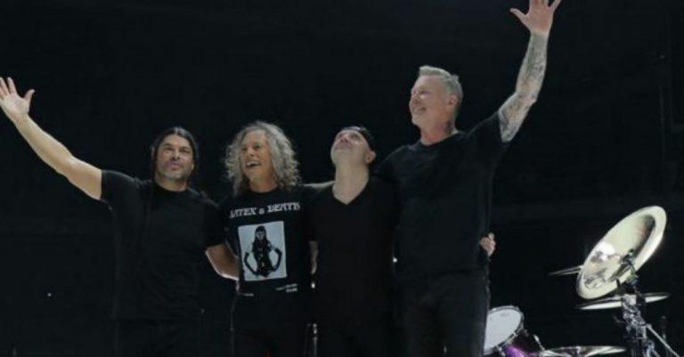 Disco de Metallica incluye a cantantes latinos y burlas «inundan» las redes