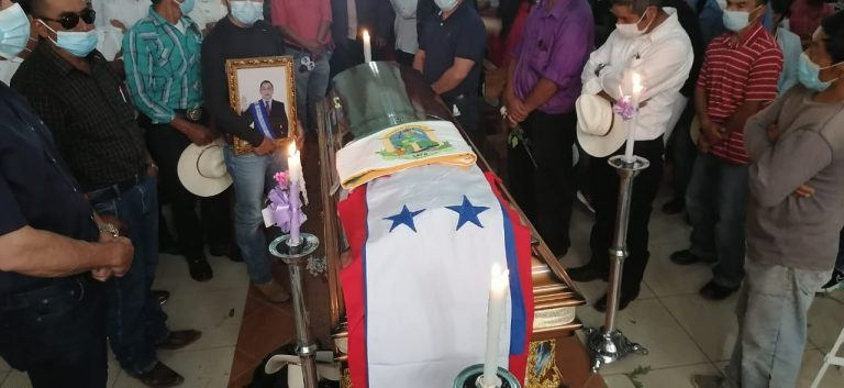 Con el calor de su pueblo, dan último adiós al alcalde José Lorenzo Bejarano