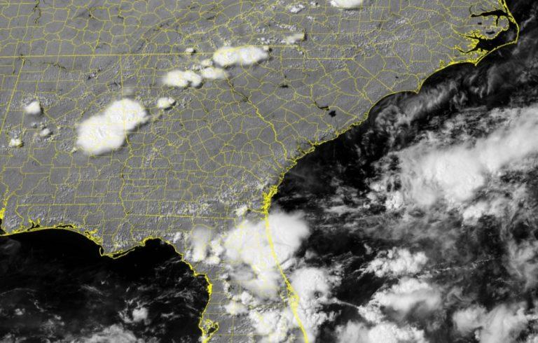 Bill, la tormenta que amenaza con convertirse en ciclón cerca de Carolina del Norte