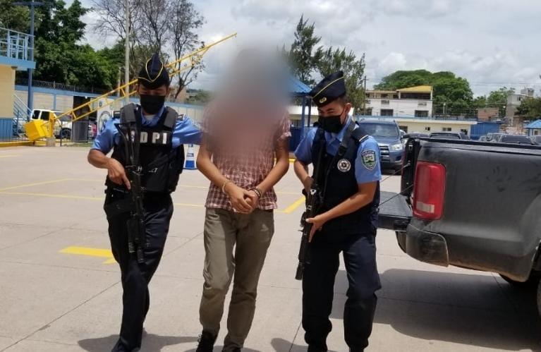 Acusan a dirigente estudiantil por quema de farmacia: se defenderá en libertad