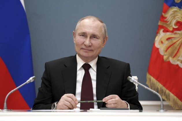 Putin invita vacunarse en Rusia