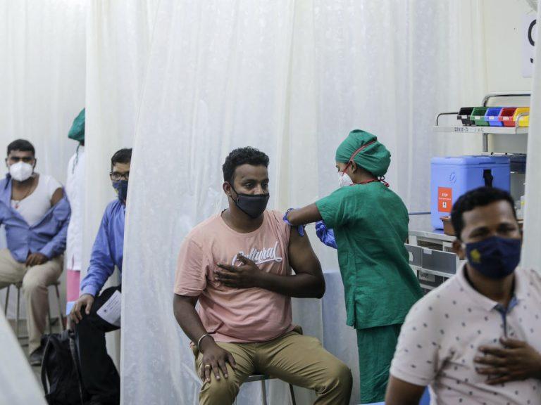 COVID-19: Al menos de 2,500 personas estafadas en India con falsas vacunas