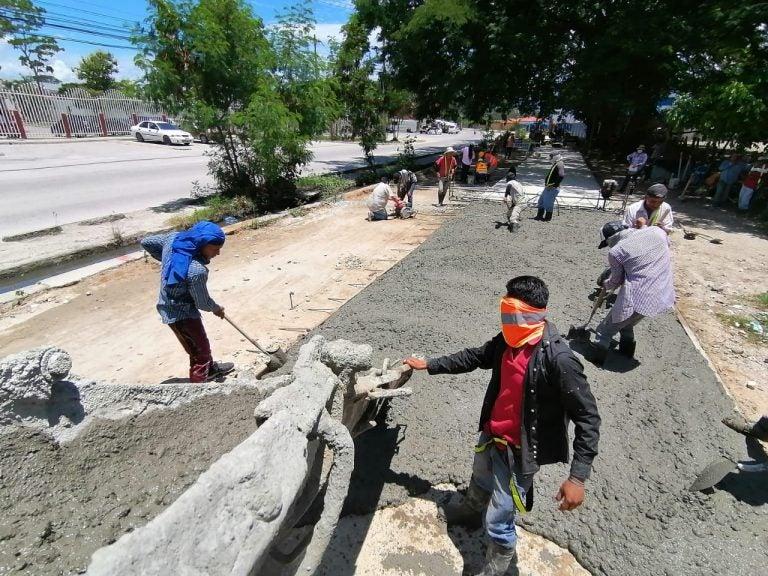 Alcaldía de SPS trabaja en pavimentación del bulevar de acceso a la Felipe Zelaya