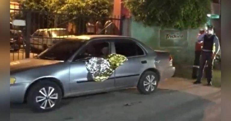 De «siete disparos» matan a hombre en su vehículo en la Centroamérica Oeste
