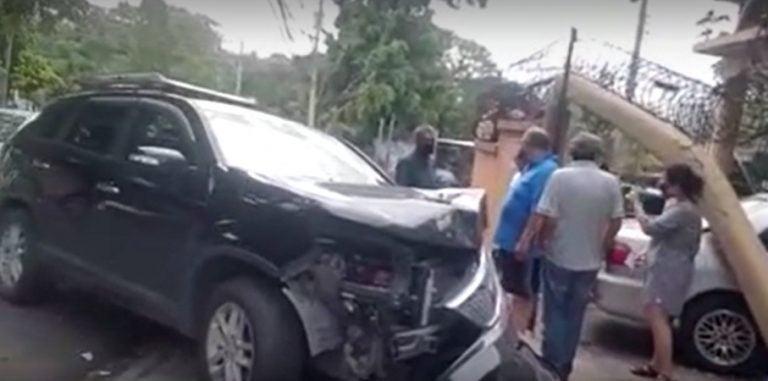 Conductora pierde el control y destruye garaje de vivienda en la capital