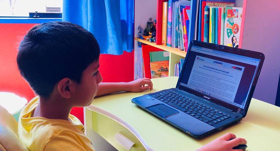 maestra educación virtual
