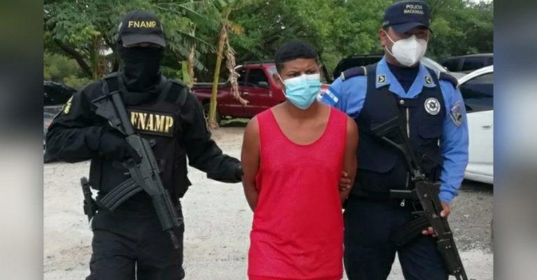 """Capturan a """"El Negro"""", joven de 18 años implicado en masacre de El Picachito"""