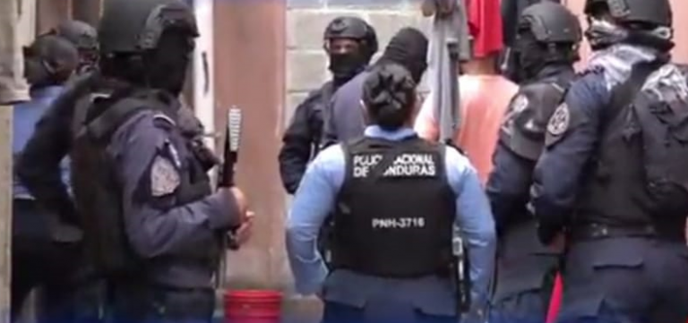 Cae pareja que escondía supuesta droga en techos de bodegas del Zonal Belén