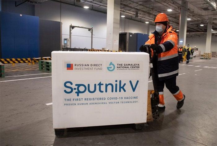 """Vacunas Sputnik V llegarían en julio: Están """"preocupados"""", admite presidente del CPH"""
