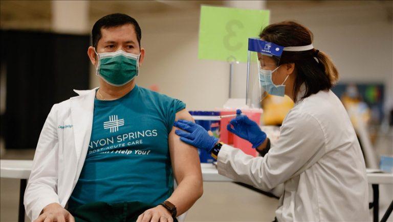 Medidas a tomar si se contagia nuevamente de COVID-19 estando vacunado