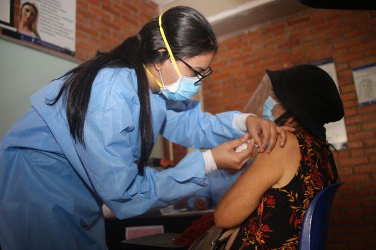 COVID-19 Honduras: ¿A quiénes les toca vacunación hoy, lunes, y dónde?