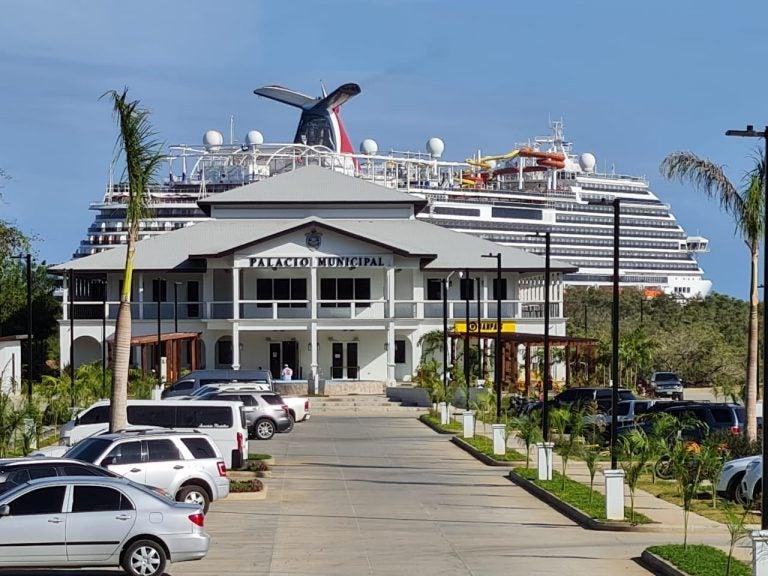 Economía de Roatán «despega»: cada turista deja $86 y más cruceros llegarán