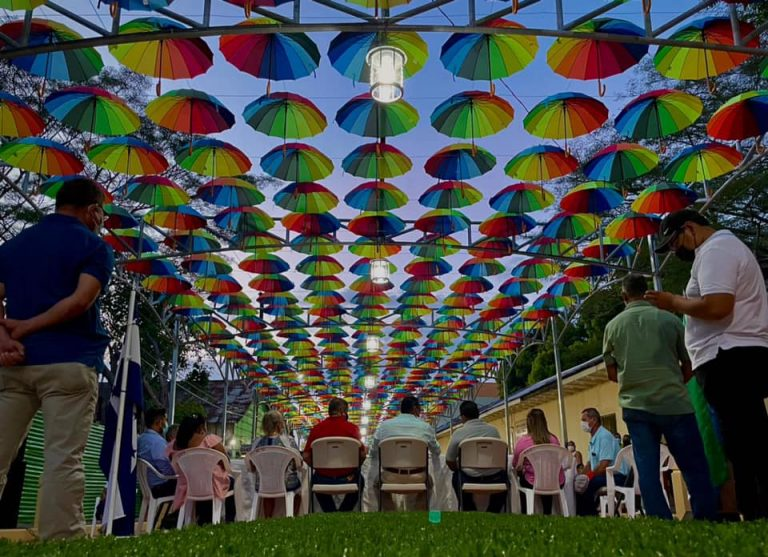 Inauguran nuevo y colorido Paseo Santa Cruz en Amapala