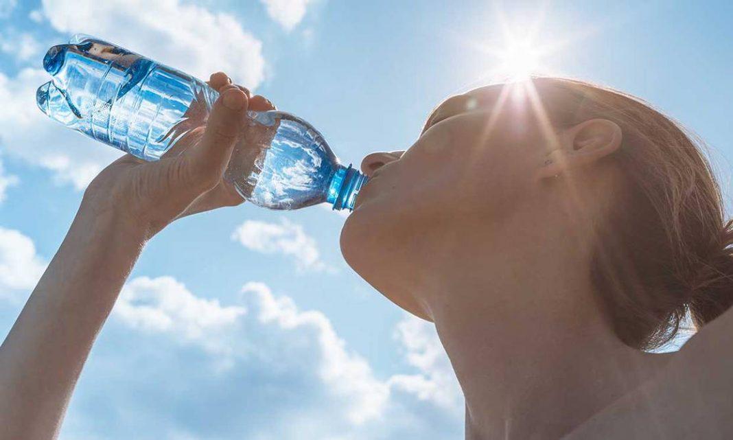 tomar agua vacuna