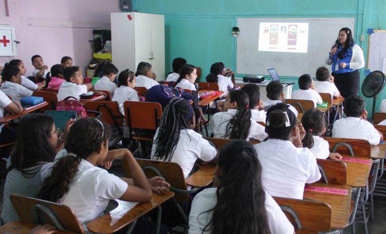 «COVID llegó a quedarse»: educación privada apoya regreso a aulas