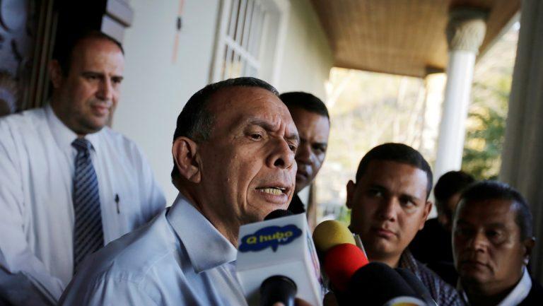 """Por """"corrupción significativa"""", EEUU veta entrada a expresidente Porfirio Lobo Sosa"""