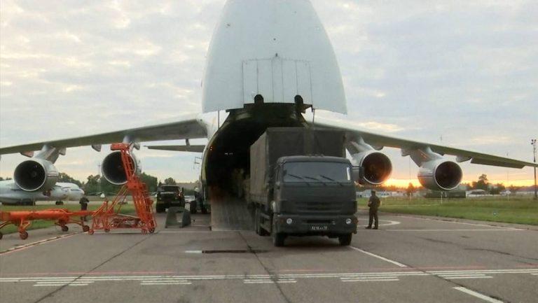 Ante crisis en Cuba, Rusia envía un avión con 80 toneladas de ayuda humanitaria
