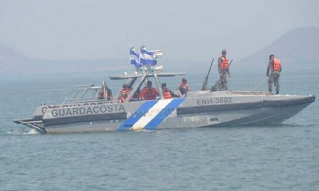 Desaparece embarcación con 15 hondureños