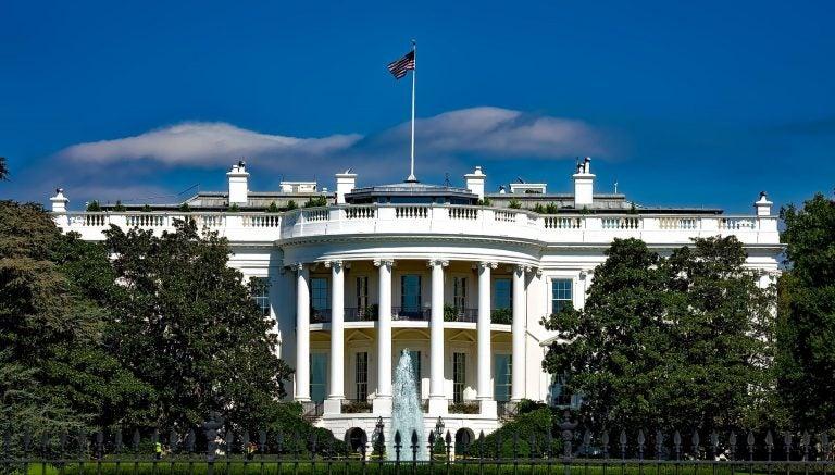 La Casa Blanca reporta caso de COVID-19 en funcionario completamente vacunado