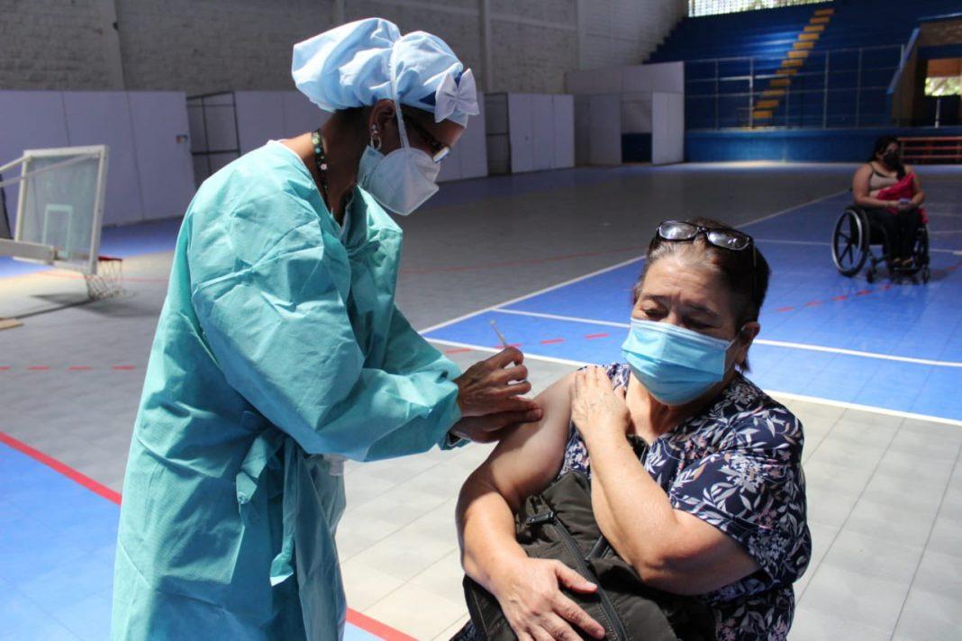 jueves vacunación COVID-19