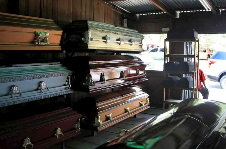 Aumenta en 30 % demanda de ataúdes en Honduras a causa de la pandemia