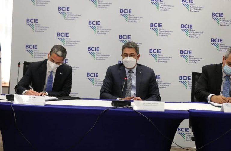 Gobierno y BCIE firman acuerdo de préstamo para proyecto de agua en Gracias