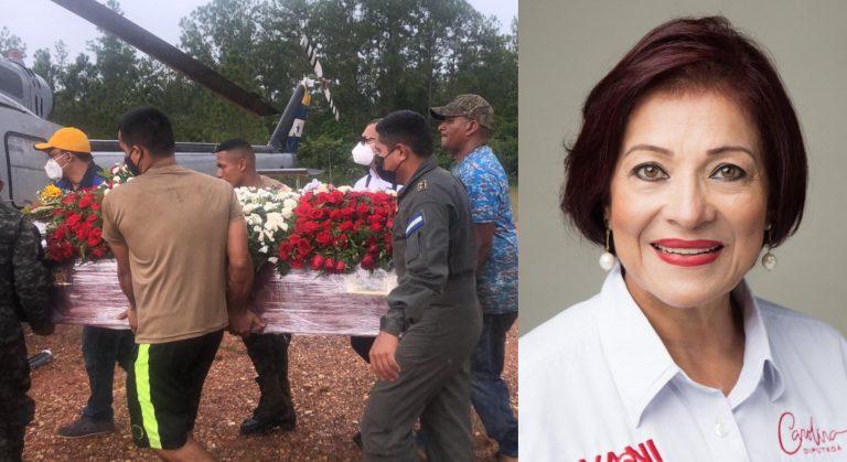 Con dolor y banderas ondeando reciben restos de Carolina Haylock
