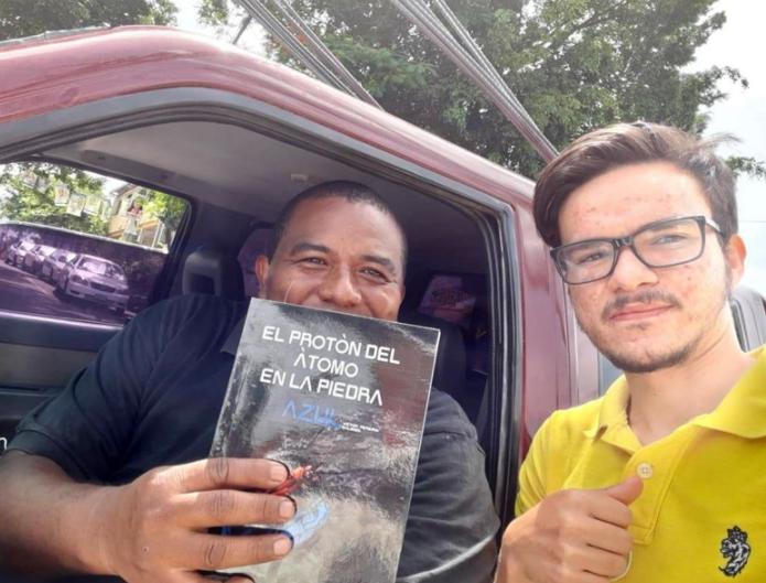 A sus 20 años, el hondureño Víctor Pereira publica su primer libro