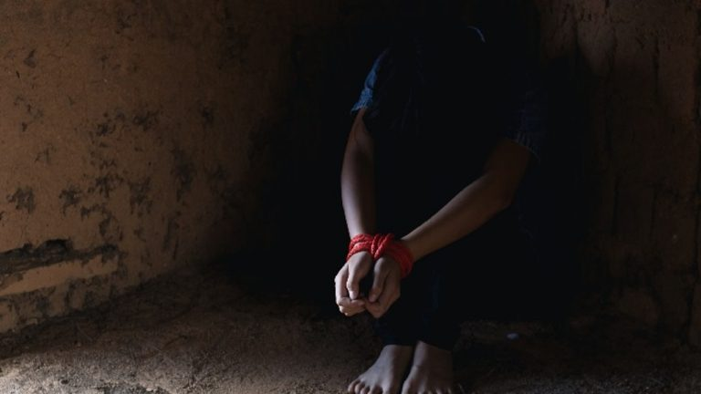 Las tienen sin comer: secuestran a madre hondureña y su hija de 2 años en México