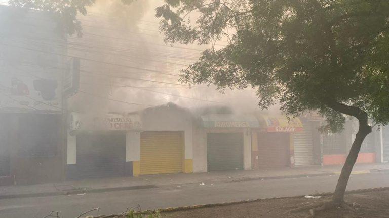 """Perdimos años de lucha"": incendio consume tres negocios en avenida Lempira"