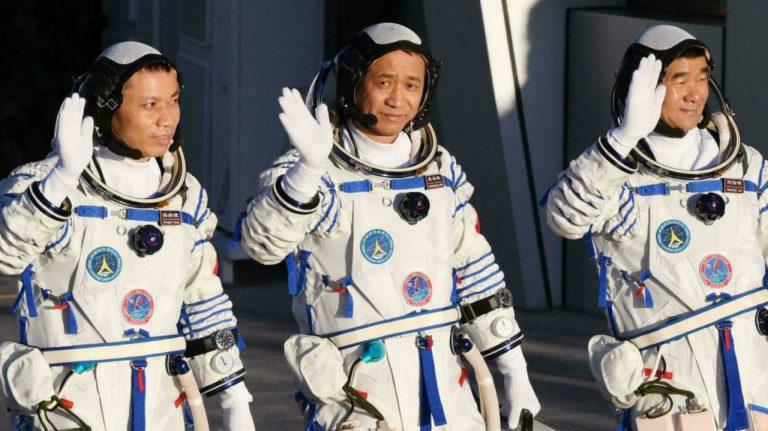 ¡Con éxito! Astronautas de nueva estación china realizan caminata espacial