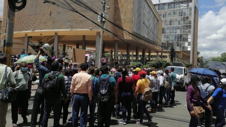 Maestros de Proheco protestan: exigen aumento salarial y permanencia