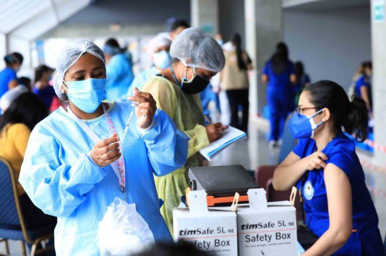 UNAH: Estudiantes de microbiología y odontología piden clases presenciales y vacunación