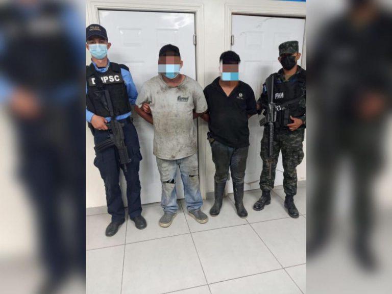 Con machete, hombres intentan herir a policías en Atlántida: están detenidos