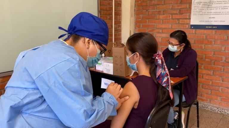 Salud incorporará más personal médico en quinta jornada de vacunación