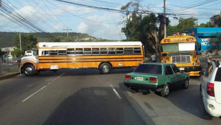 "Por ""incumplimientos"", anuncian paro nacional de transporte este lunes"