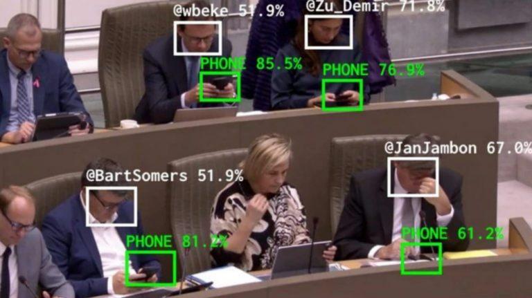 Software publica en Twitter a diputados que usan celular en sesiones