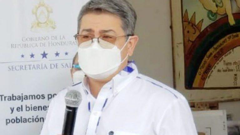 """""""Ningún hondureño debe pagar"""": JOH pide denunciar venta de vacunas"""
