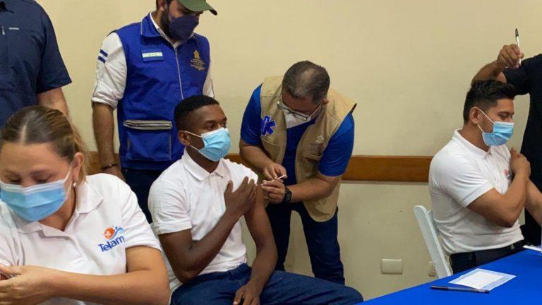SPS y Tegucigalpa: ¿Quiénes y dónde pueden vacunarse este lunes?