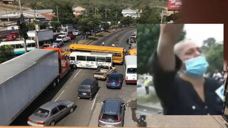"""""""Necesito enterrar a mi hijo"""": así clamó una madre a transportistas para pasar"""