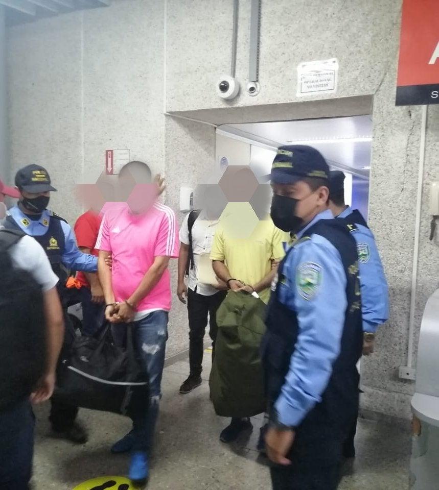 extraditan de España a hondureños