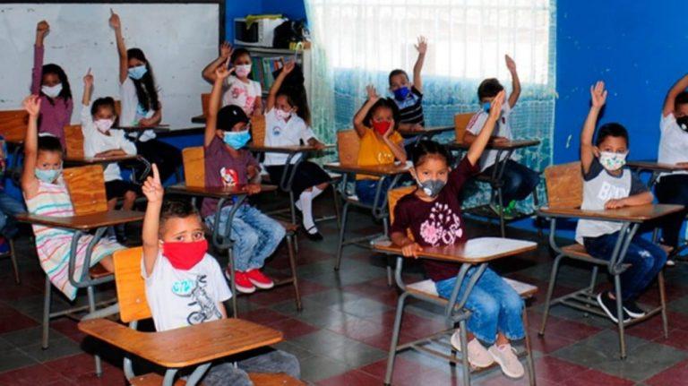 ASJ: Volver a clases es viable y beneficia a niños más pobres