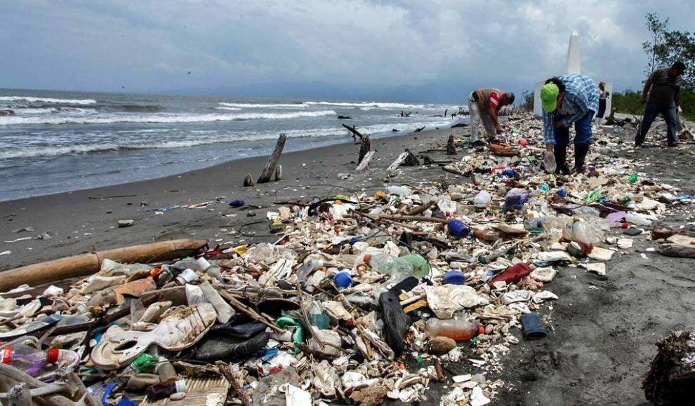 recoger basura de playas de Honduras