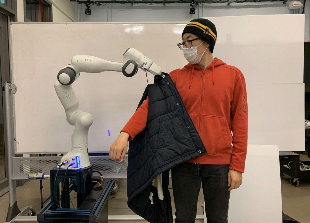 robots ayudan a discapacitados a vestirse