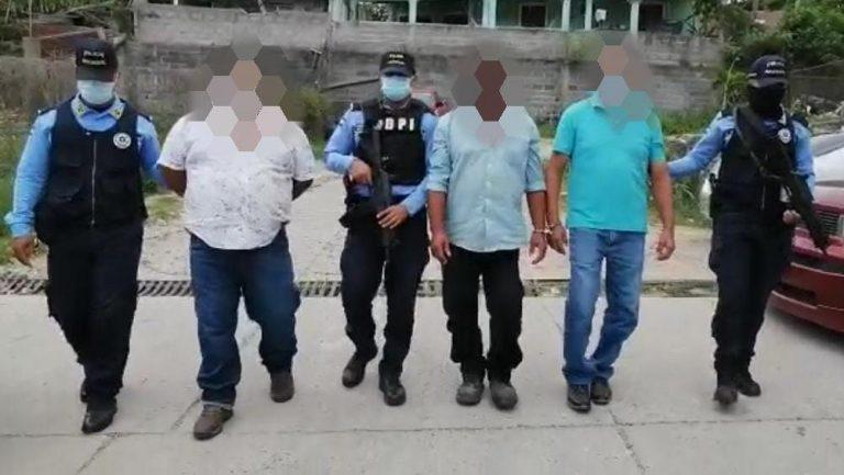 Arrestan a tres acusados de apropiarse del parque Ekelakum