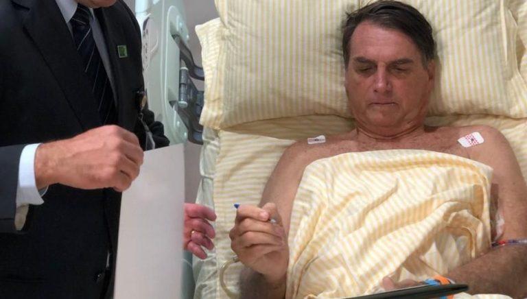 """Por """"obstrucción intestinal e hipo crónico"""" internan al presidente Jair Bolsonaro"""