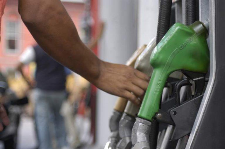 Anuncian más alzas a los combustibles: gasolina súper costará más de L 103