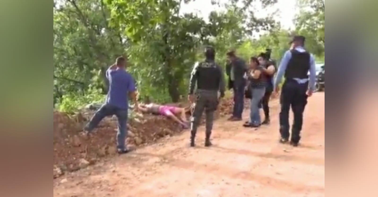 Al lugar donde encontraron el cuerpo llegaron sus familiares.
