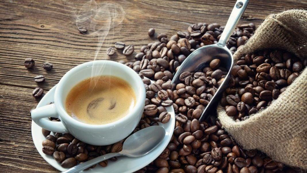 el café ayuda prevenir el COVID